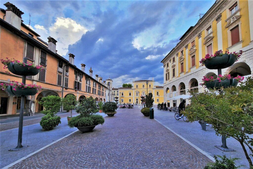 Piazza del Mercato a Brescia