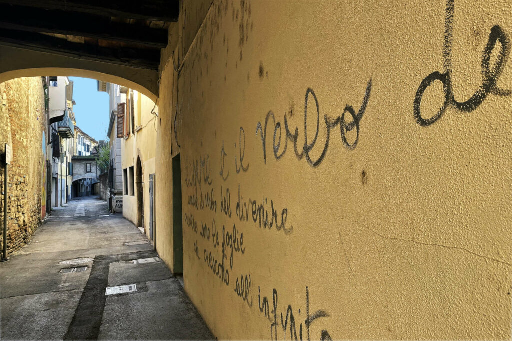 Vicolo Tre Archi nel quartiere del Carmine a Brescia