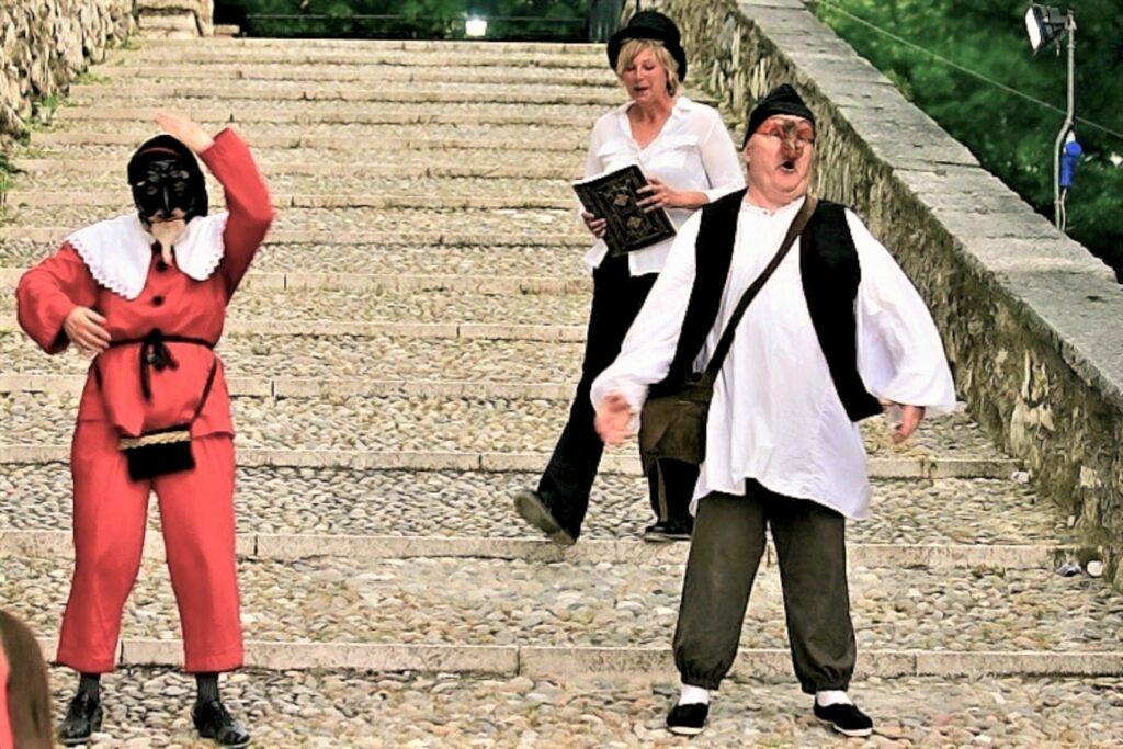 Teatro nel Castello di Brescia con il Tempo e le maschere di Pantalone e Canappio