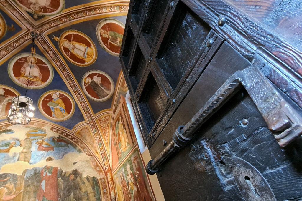 Portone d'ingresso alla cappella di San Domenico