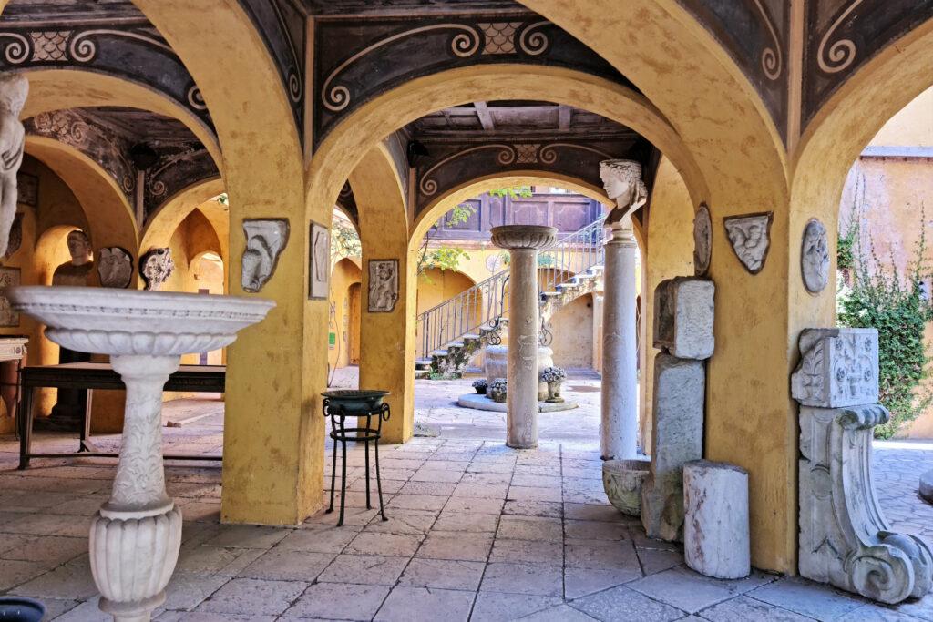 Portico del Parente e Cortiletto, Vittoriale degli Italiani